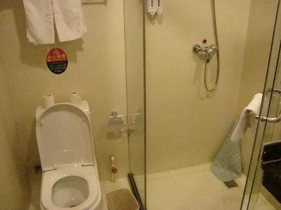 Green Tree Inn (Qinhuangdao Taiyangcheng) : Shower