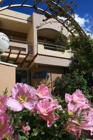 Hotel Glaros: La facciata dell'hotel