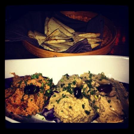 The Mediterranean Gourmet: hummus trio