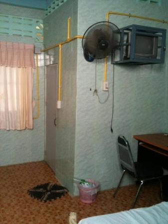 Chiang Saen Guest House: the room