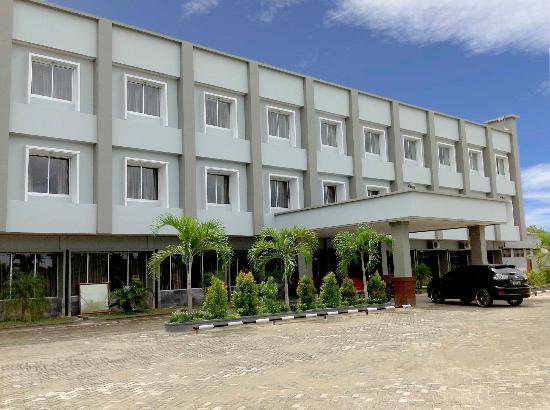 Zahra Syariah Hotel Kendari : Facade Hotel