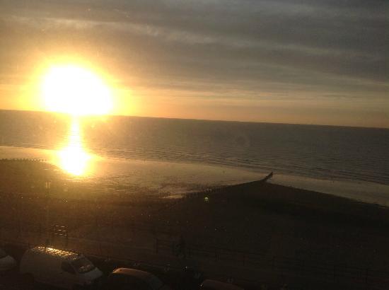Marine Parade Hotel: sun rise