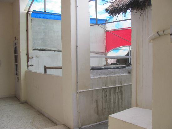 Marvel Umed Hotel : sporco