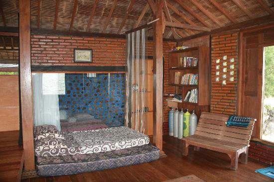 Omah Alchy Cottages: Main Living Room of Cemara Cottage