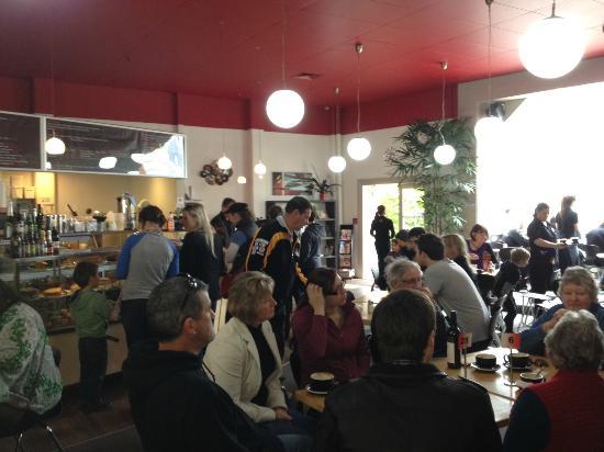 Mokaba Cafe: Busy and vibrant