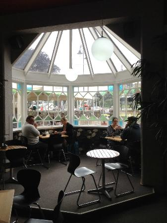 Mokaba Cafe: Great window seating