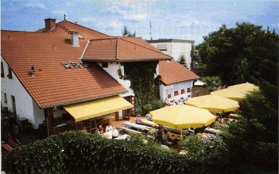 Brauhaus Castel mit Biergarten aus luftiger Höhe