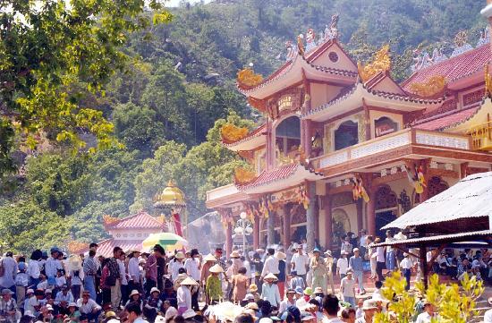 Tay Ninh, Vietnam: Chua Ba Den - Black Lady Pagoda