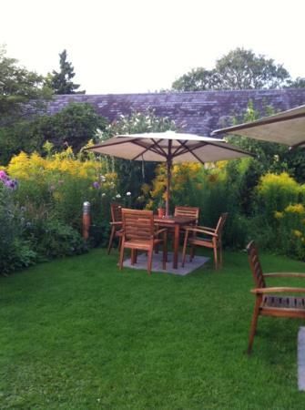 The Lamb Inn: the gardens