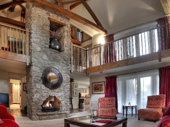 Breathe Detox Retreats: Lodge Lounge