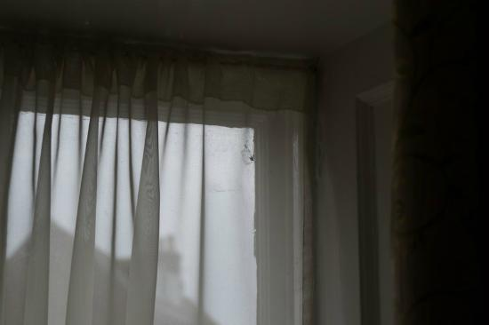 Calverts Hotel : Grubby old curtains and windows