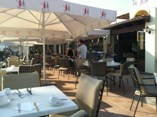Grecotel Lakopetra Beach: Terrasse Hauptrestaurant