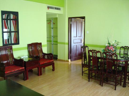Hotel Citi International Sun Yat Sen: Family Suite Living Room