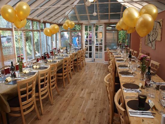 Martins Pond: Conservatory restaurant
