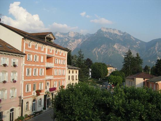 BellaVista Relax Hotel: Blick auf Levico Terme