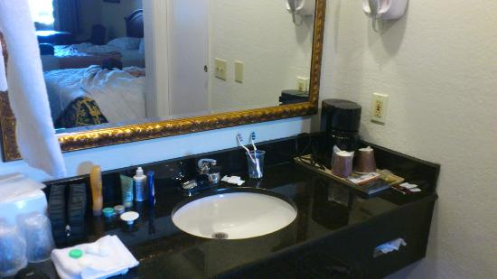 Portola Inn and Suites: salle de bain