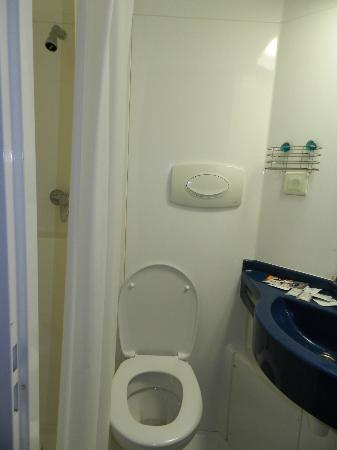Relais Fasthôtel Lens : Pod bathroom