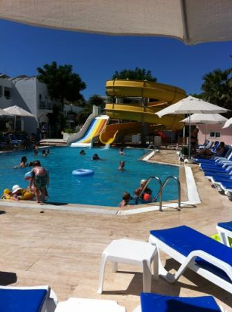 Petunya Beach Resort: en av poolerna
