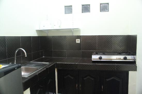 Drupadi Studio Apartments: Room 1 - Kitchenette