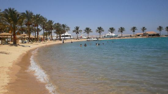Mövenpick Resort Hurghada: Beach 2