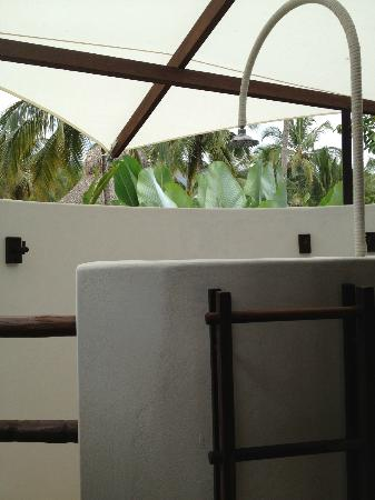 Merecumbe Hotel: Private shower