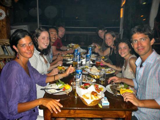 Meltem Pansion: cena, muy rıca comıda en a la parrılla, cordero , pescado,!!
