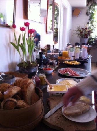 Talldungen Gardshotell: den underbara frukostbuffén