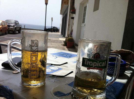 Puerto Nuevo Restaurant: Beer and Sea, lush