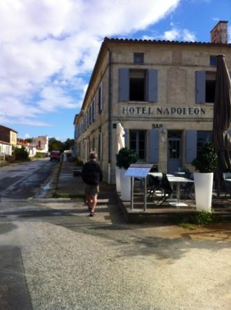 Hotel Napoleon: Beforevthe first ferry arrived!