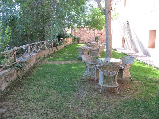 Hotel Monasterio de Piedra & Spa: Terraza de la cafetería