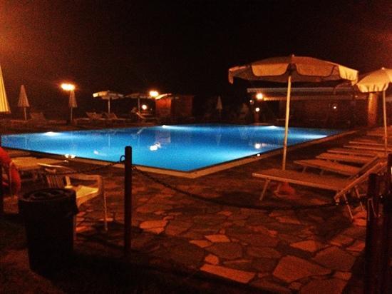 Hotel Casolare le Terre Rosse: piscina