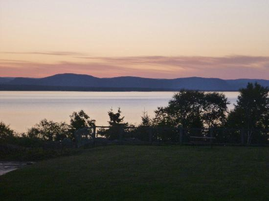 Days Inn - Riviere-du-Loup : Sunset from our balcony
