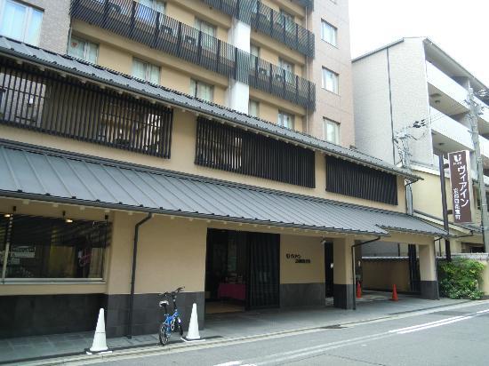 เวีย อินน์ เกียวโต ชิโจ มูโระมาชิ: ホテルの外観落ち着いた和風です
