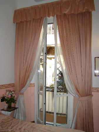 Hotel Martini : двухместный номер с балконом