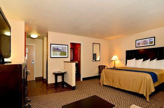 Comfort Inn Columbia Gorge Gateway: Go ahead and sleep late... checkout's not till 1:00!  May 2012