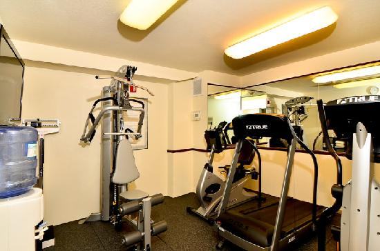Comfort Inn Columbia Gorge Gateway: New multi-gym in the workout room!