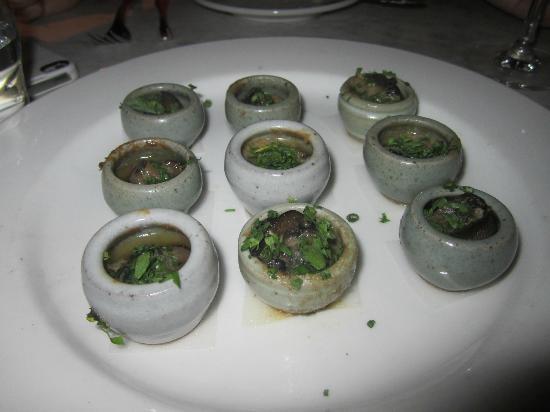 Bistrot La Minette : Escargots à l'Aixoise Nine Burgundy snails, bone marrow, anchovies, garlic