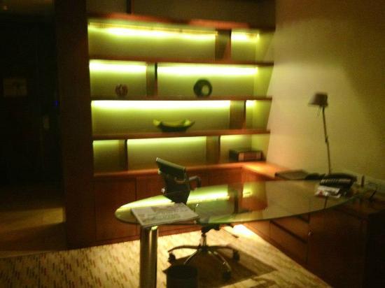 Manila Marriott Hotel: Executive Suite Room # 705
