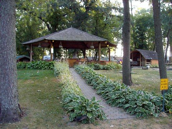 Lena KOA : Gazebo kitchen for cabiners & tent campers