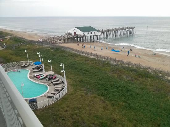 Hilton Garden Inn Outer Banks/Kitty Hawk: View from balcony of oceanfront room