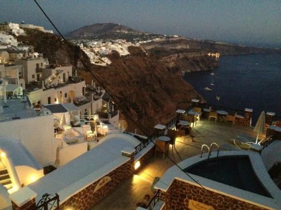 Irini's Villas Resort: vista dopo il tramonto