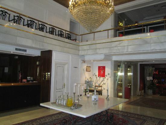Hotel Ercilla Lopez de Haro : le hall..
