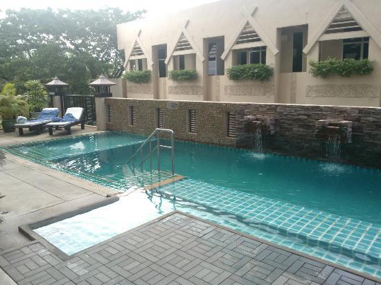 Maninarakorn Hotel: piccola piscina