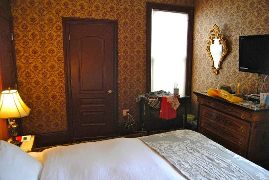 Monte Cristo Bed and Breakfast: Room, side 1