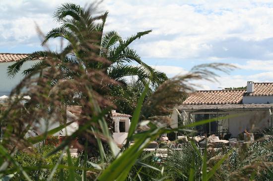 Hotel La Tramontane: verso la piscina dal retro