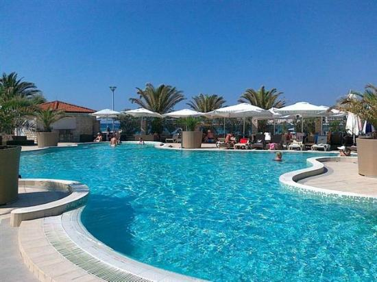Banjol, Kroatien: The hotel's outdoor pool