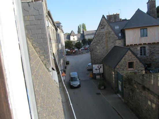 Les Korrigann'ès :                                                       Noisy Street from miniroom