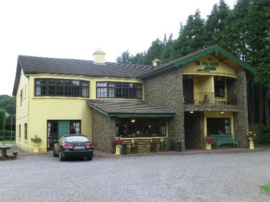 19th Green Killarney : unser erstes Zimmer war rechts hinter dem Vorbau...