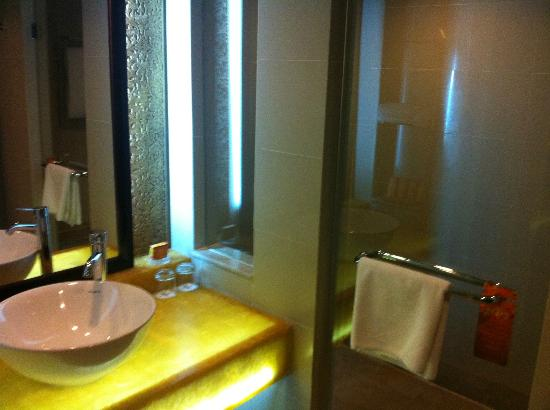 NagaWorld Hotel & Entertainment Complex: Bathroom