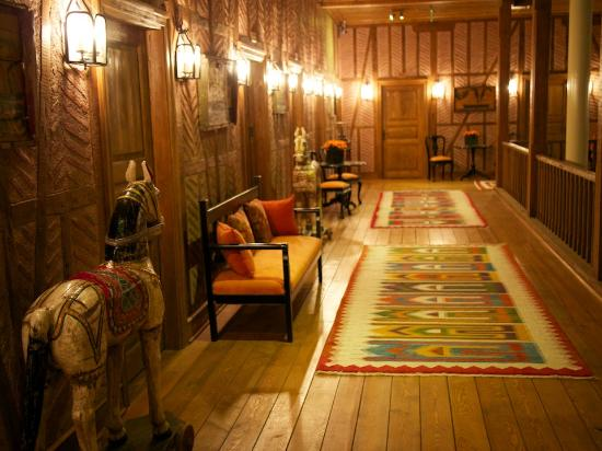 Divan Cukurhan: Hallway to rooms